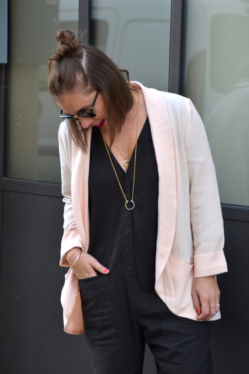 blazer rose pimkie, combinaison en lin Asos,collier Lily's creations et rebecca minkoff, clubmaster