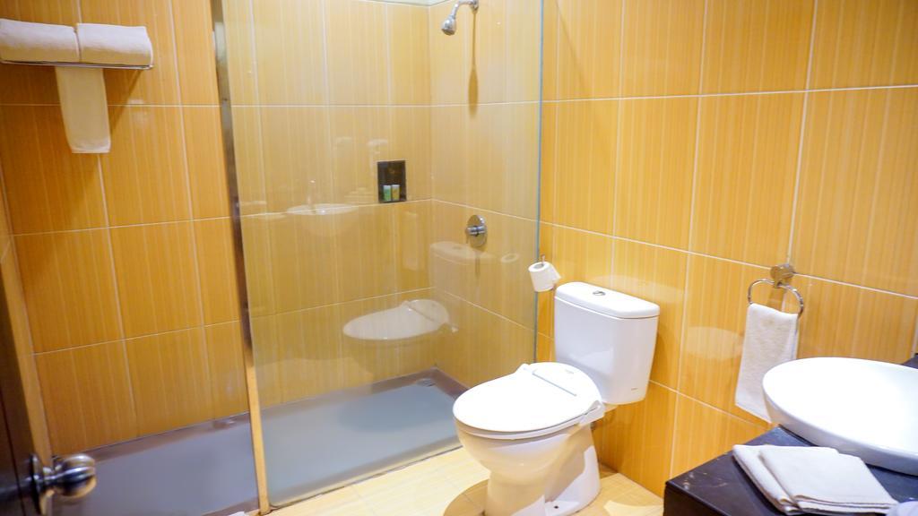 Bathroom | Swiss-Belhotel memiliki harga terbaik Kendari, Indonesia