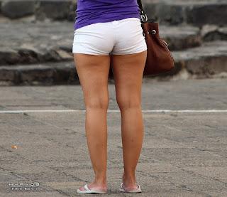 Chavas piernas sexys calle