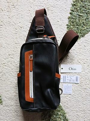 Otias(オティアス)縦型ボディバッグ