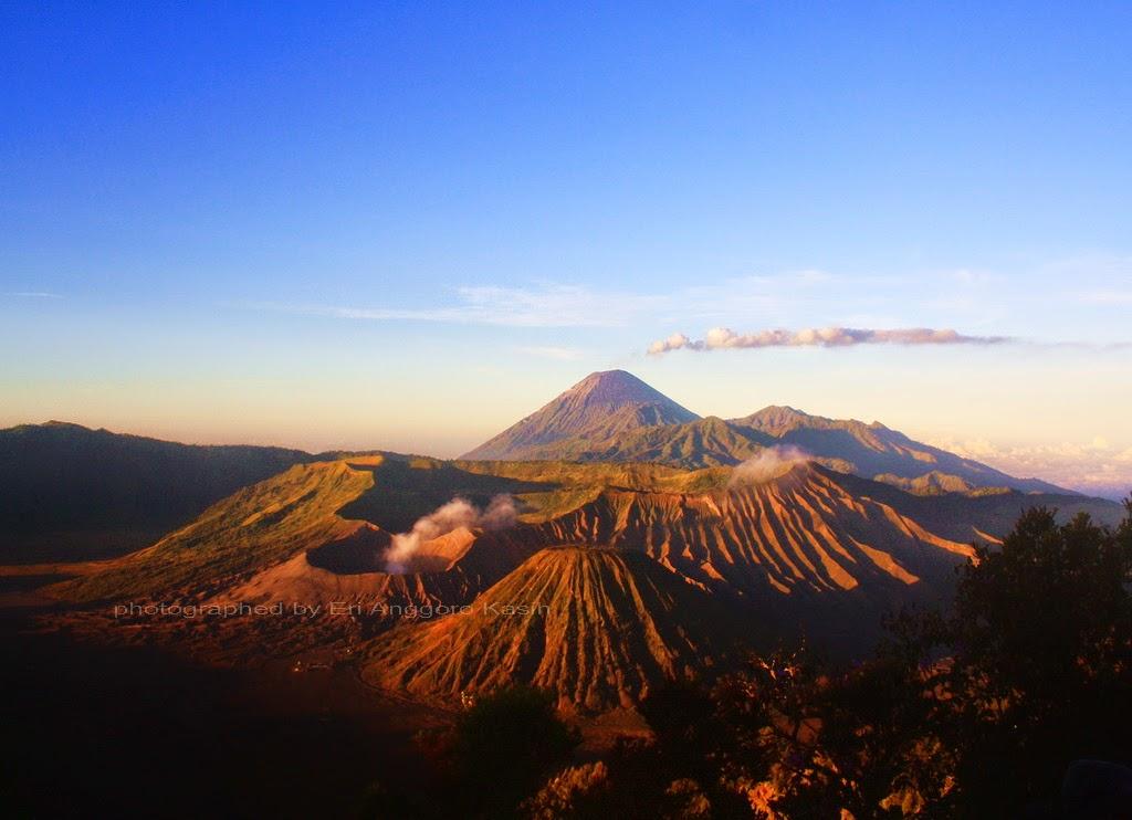 Pesona Keindahan Kaldera Gunung Bromo