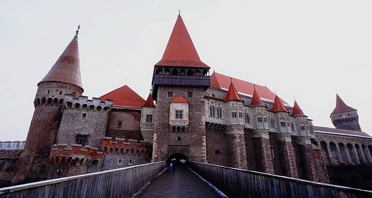 Intrarea din față in Castelul Hunedoara
