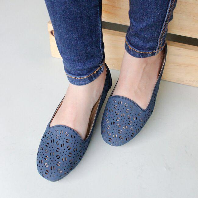 Flat Shoes adalah salah satu jenis sepatu flat bagus yang banyak digemari  oleh wanita 716636b99c