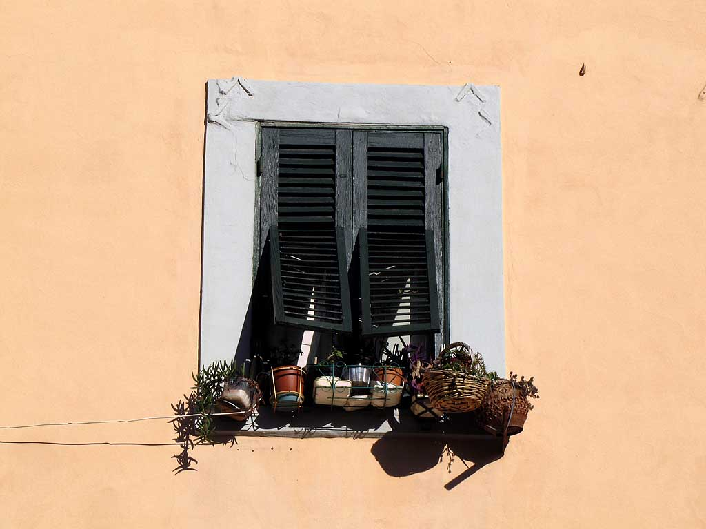 Livorno, window shutters
