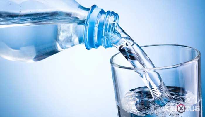 Cara menghilangkan sakit kepala dengan air mineral