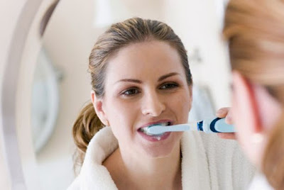 Cara Membersihkan Karang Gigi Sendiri Tanpa Harus Ke Dokter Gigi