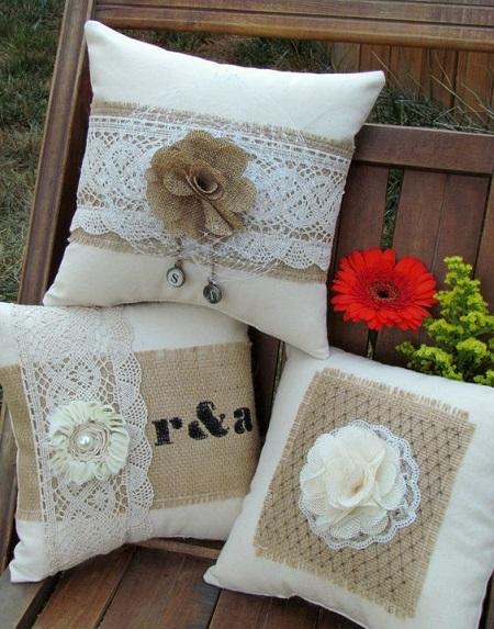 Decoração com almofadas quadradas com flores