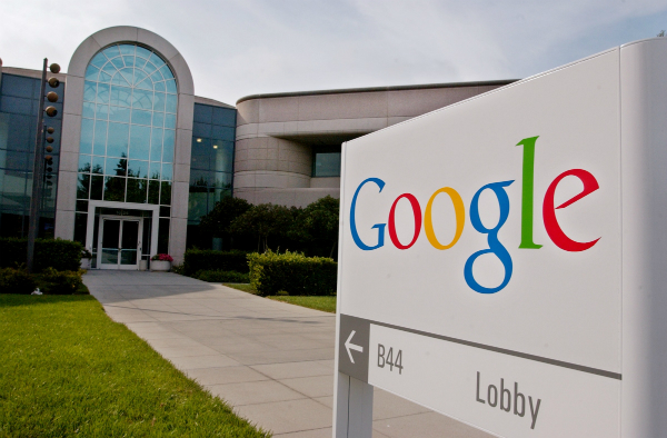 موظف في جوجل يتهم الشركة بالتجسس على الموظفين!