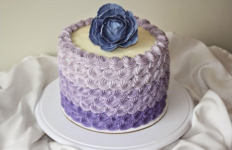 Ideias de bolos delicados e femininos para chá de panela