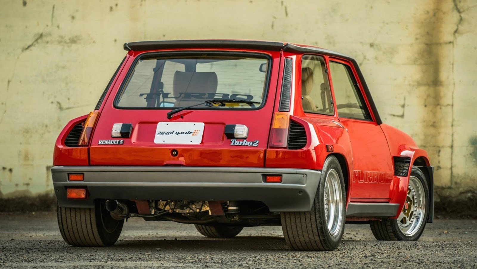 glorious 1985 renault r5 turbo 2 evolution is the perfect hot hatch carscoops. Black Bedroom Furniture Sets. Home Design Ideas