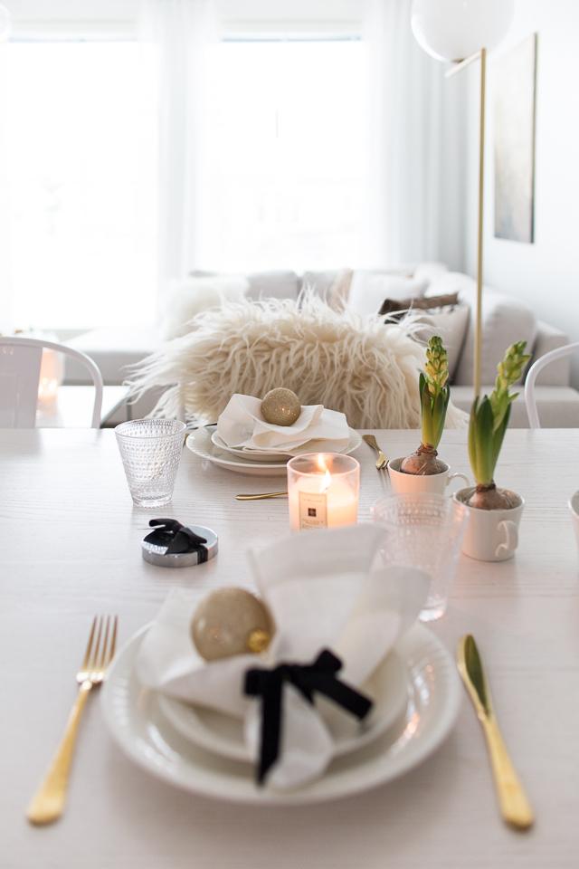 joulukuusi, joulukattaus, sisustus, Villa H, ruokailutila, arabia lumi astiasto