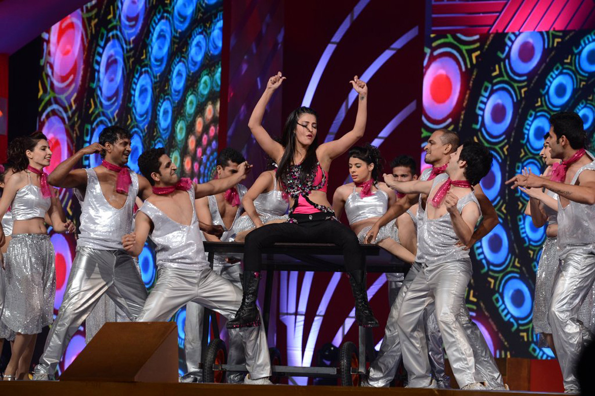 Gorgeous Shruti haasan dance at siima event