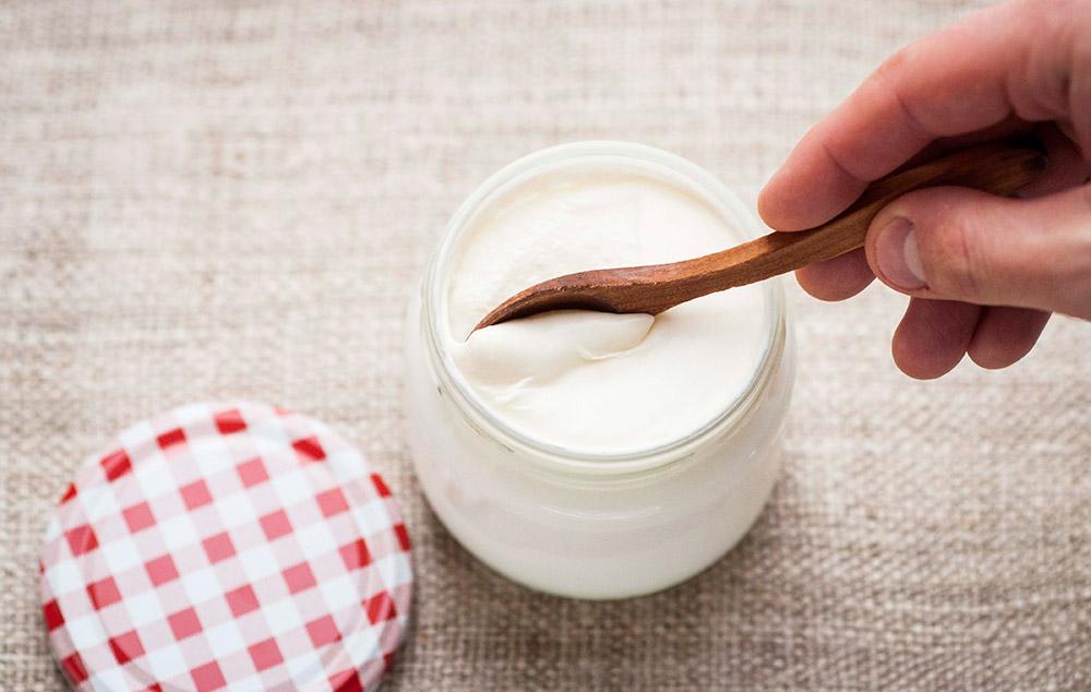 Cara Menghilangkan Kantung Mata Dengan Cepat Memakai Yogurt