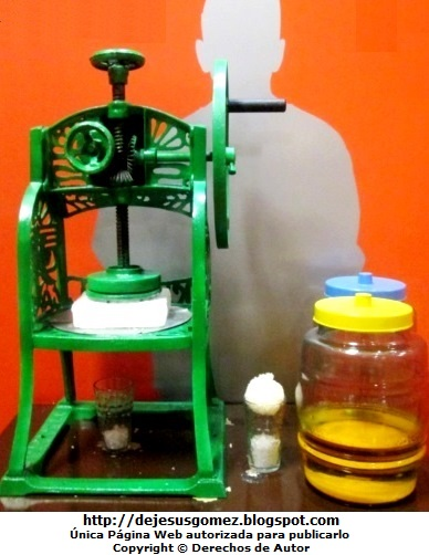 Foto de Máquina de Raspadilla o máquina para hacer raspadilla del Museo de Gastronomia Peruana.  Foto tomada por Jesus Gómez