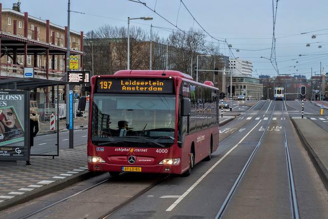 De transporte público até o centro de Amsterdã: ônibus