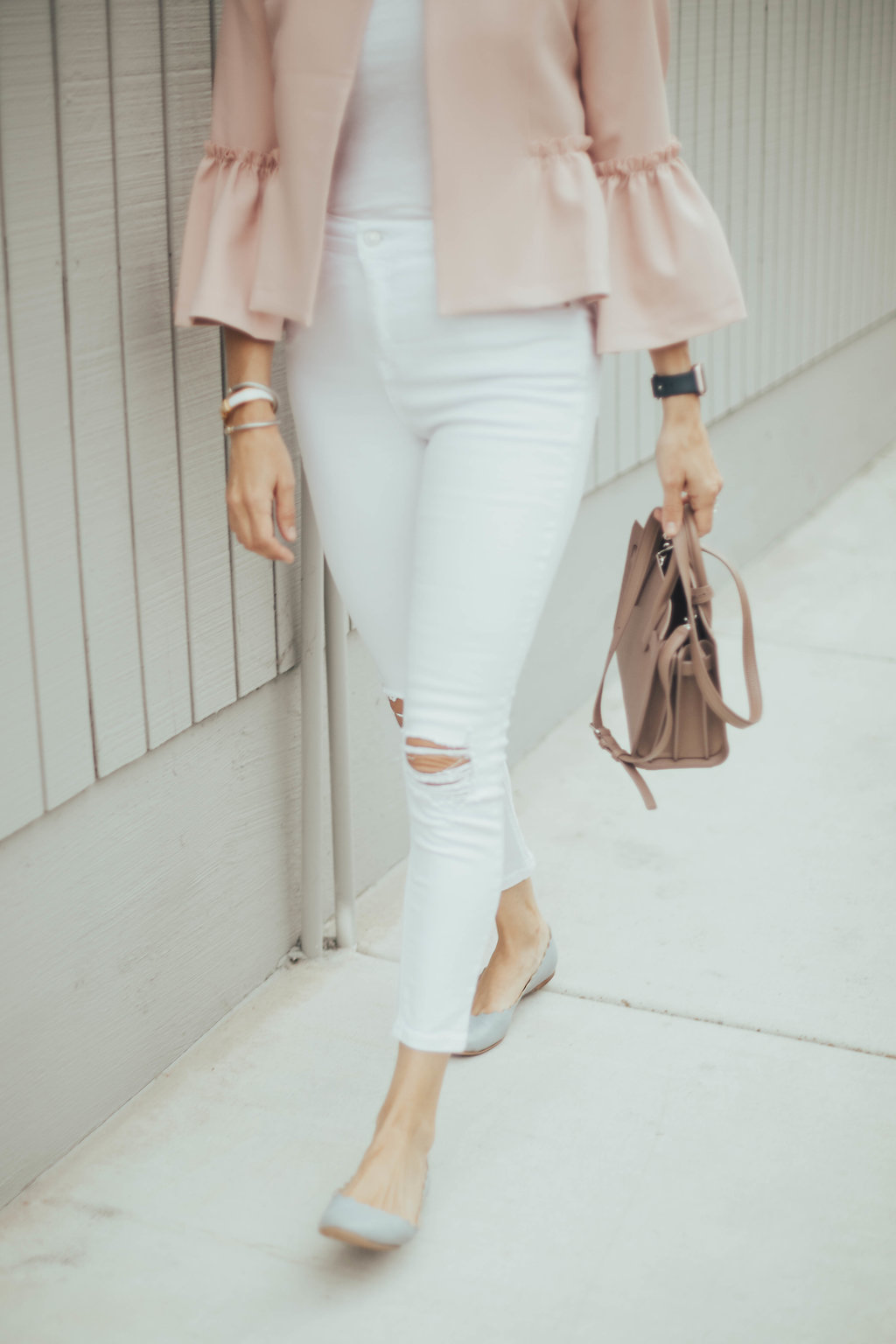 white high waisted jean outfit