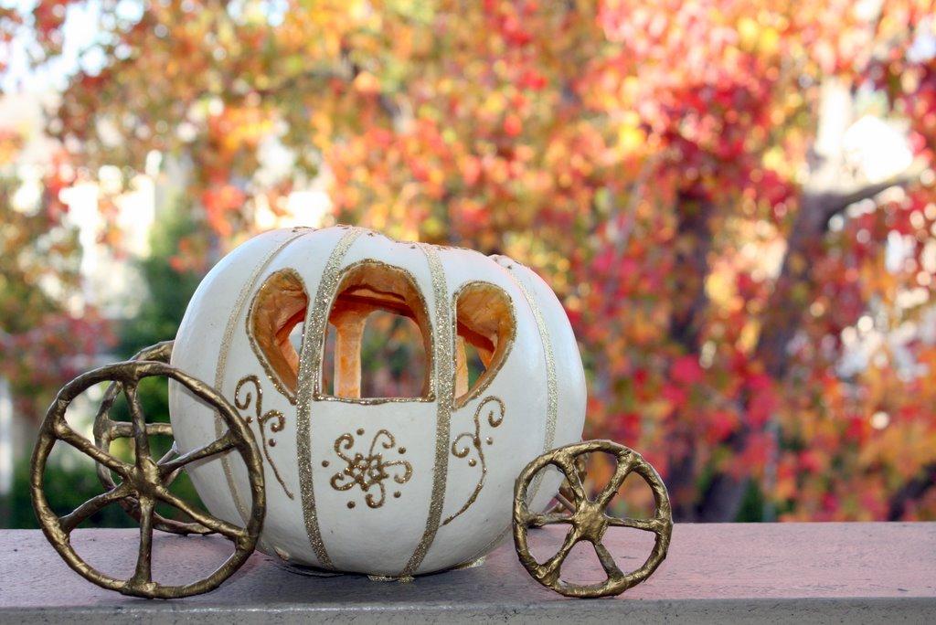 IDo It Myself DIY Cinderella Pumpkin Carriage Centerpiece