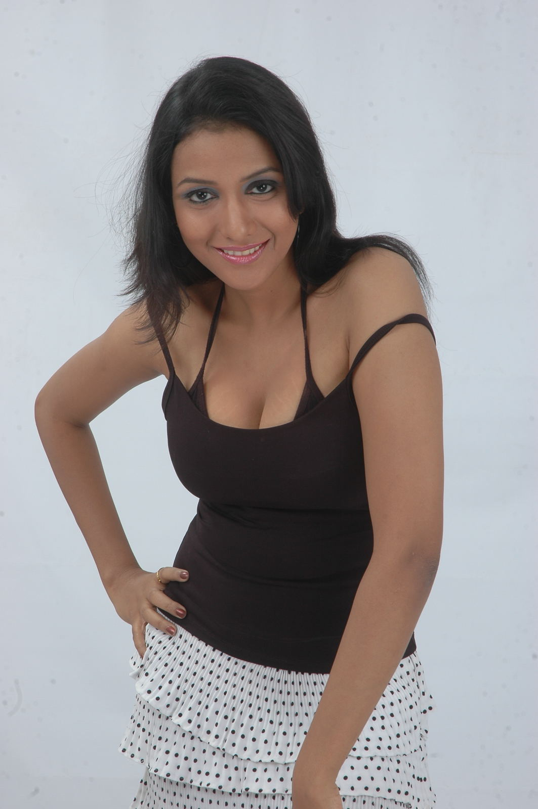 Love aata heroine hot photo shoot photos stills gallery
