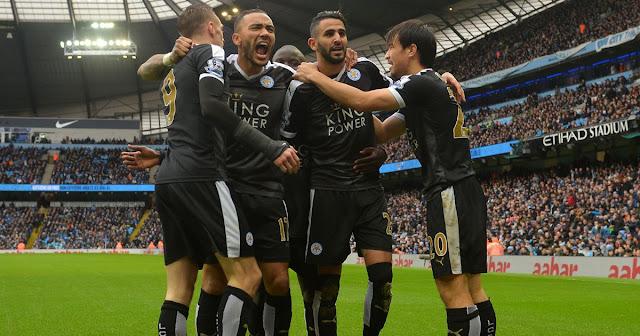 Les joueurs de Leicester célébrant un but à l'Etihad Stadium lors de leur victoire face à Manchester City