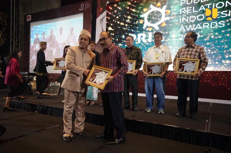 """Kementerian PUPR Terima Penghargaan Terpopuler di Media """"Public Relations Indonesia Awards 2019"""""""
