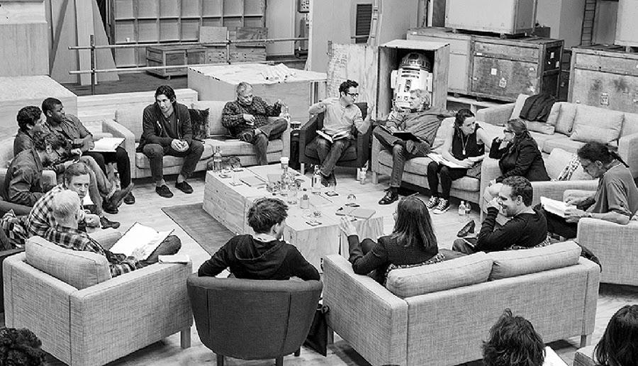 Imaginea oficială cu toată distribuţia din Star Wars: Episode VII