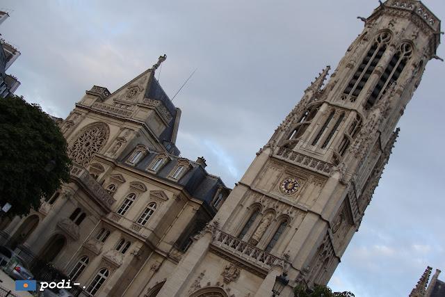 Torre della chiesa di Saint Germain l'Auxerrois a Parigi