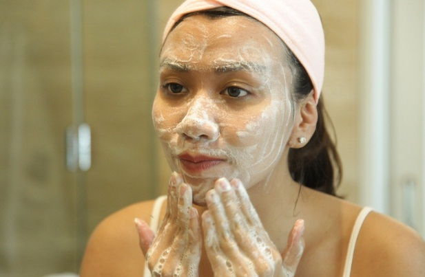 cara menjaga kesehatan kulit wajah agar tetap awet muda
