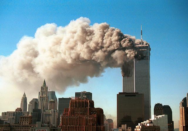 O edifício, que estava situado ao lado das Torres Gêmeas de Nova York, desmoronou depois que os aviões atingiram as torres