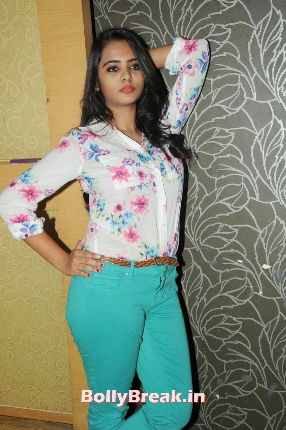 , Actress Manasa Hot Photo Gallery in Jeans