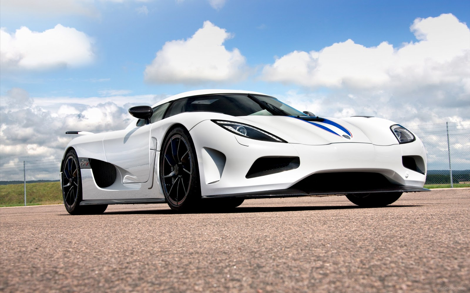 New Cars Pictures 2013 Koenigsegg Agera R Specs And Review