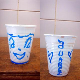 copo descartável pintado de caneta