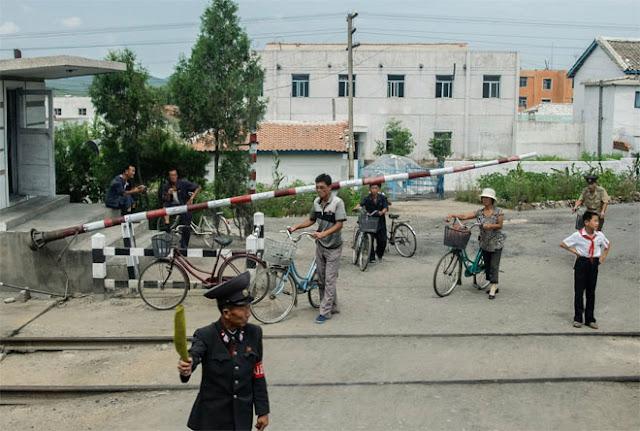 Nhiều người dân Triều Tiên đi xe đạp.