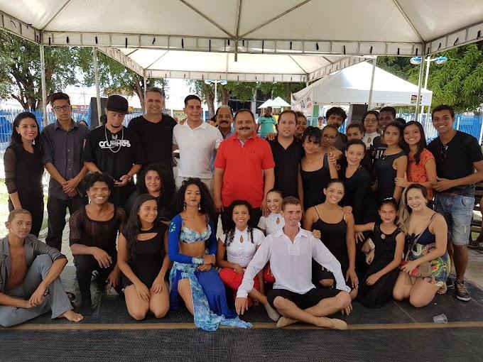 Waldir Maranhão e Paulo Marinho Júnior visitam a  'Feirinha da Gente' em Caxias