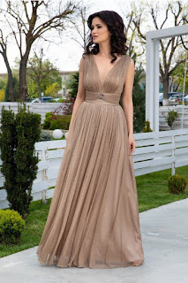 Rochie de seara lunga bej cu lurex auriu