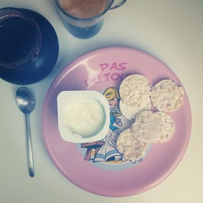 Petit déjeuner avec une assiette Falbala Astérix