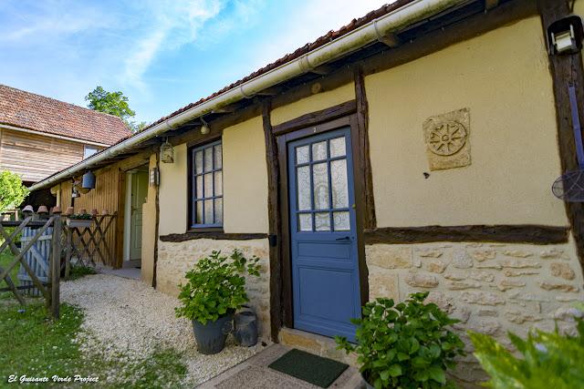 Entrada Habitación del Auberge de Castel Merle - Francia por El Guisante Verde Project