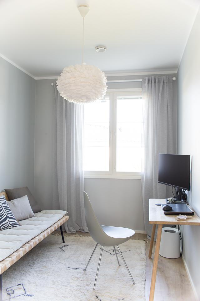 Villa H, työhuoneen sisustus, drop-tuoli, skagerak työpöytä,