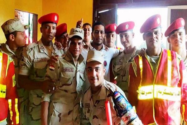 محمد رمضان وسط الجنود :الى العريش بإذن الله