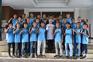 Bupati Faida Lepas Tim Sepakbola Pra Porprov  Jatim 2019