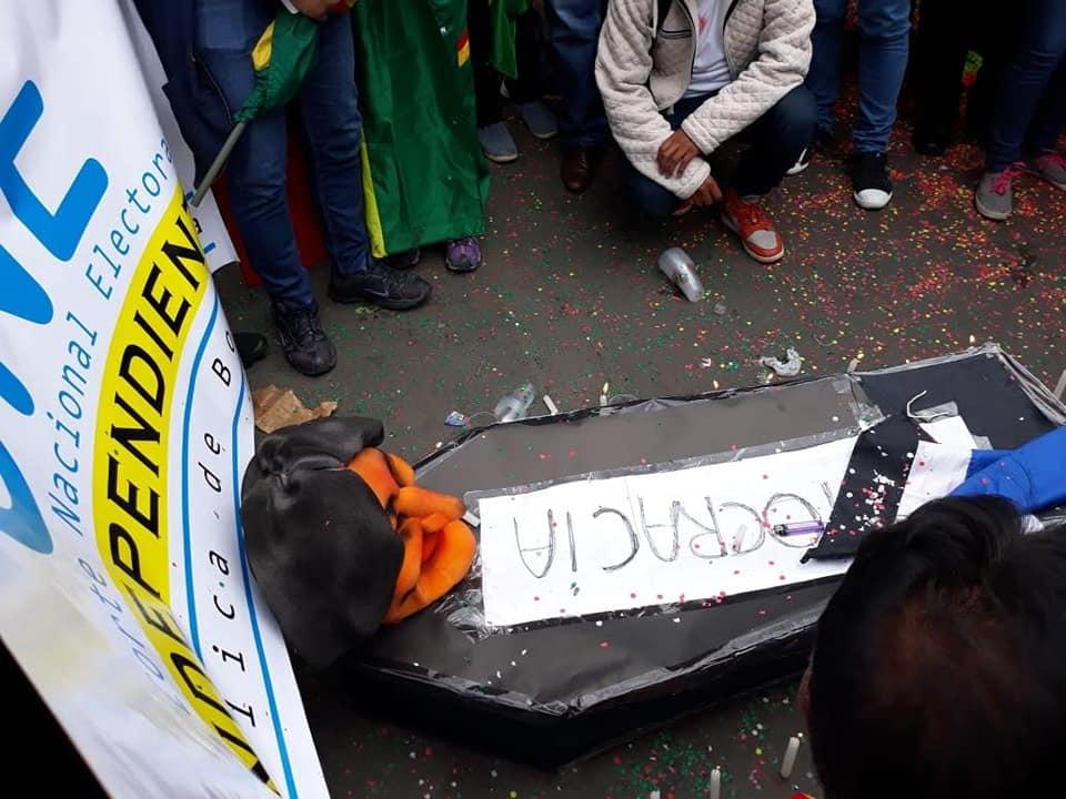 Las protestas en Bolivia tienden a intensificarse tras la habilitación de Morales a otra reelección / FACEBOOK / KELLY TEJEDA