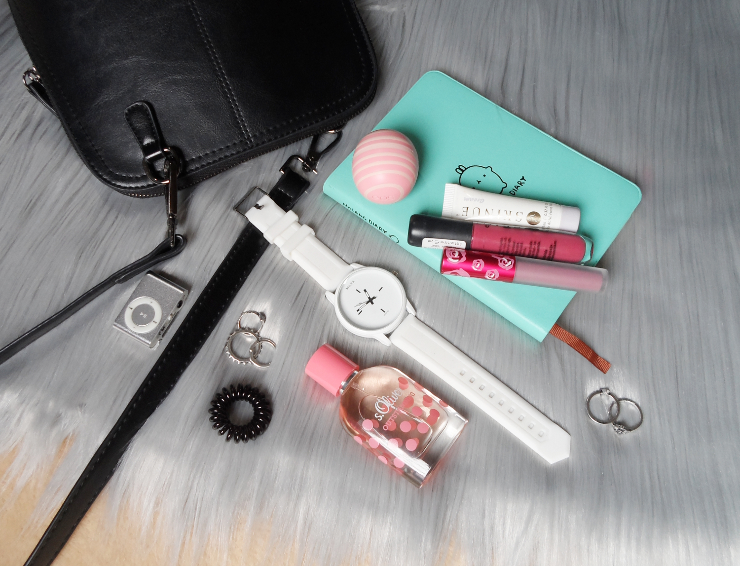 fashion beauty blogger liz breygel what is in my makeup bag wallet purse