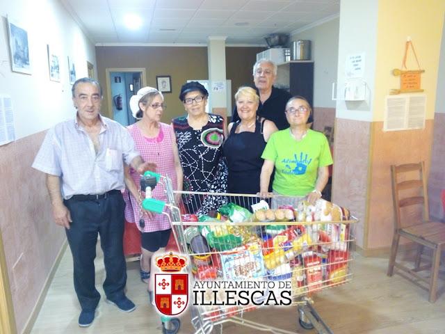 Donacion de alimentos a Caritas desde la Biblioteca. IMAGEN ILLESCAS COMUNIACIÓN