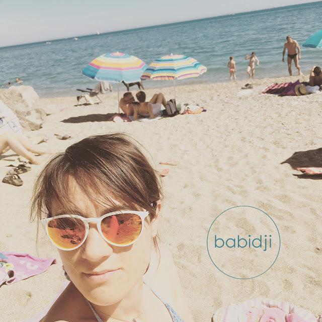 Selfie de la blogueuse babidji sur une plage de Sète dans une crique