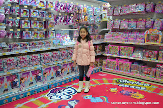 Toys R Us Little Pony Hong Kong Shopkins