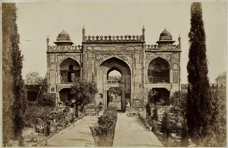 Gateway of the Tomb of I'timād-ud-Daulah - Agra, c1860's