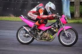 motor road race warna pink juara balapan 2015