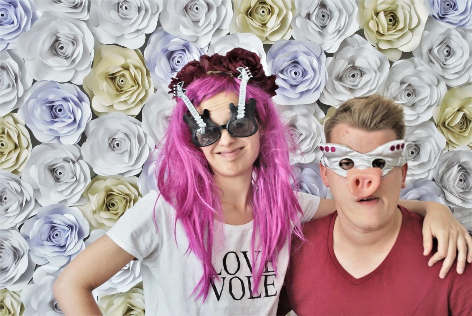 4a386b824236 My měli na svatbě Instax a nechávali jsme si fotky se vzkazama vlepovat do  scrapbooku