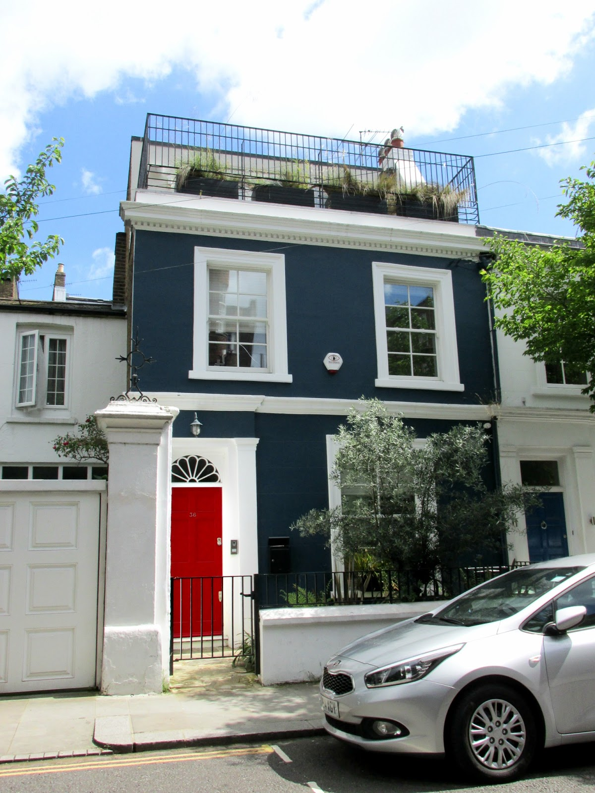 My notting hill blog - Before We Headed To The Farm Girl Caf We Gazed In Awe And Jealousy As The Quaint Little Houses Notting Hill Is Synonymous With Beautiful Townhouses In