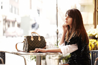 42290a0a9191 Louis Vuitton Speedy is a must-have for a handbag collector. It is  practical