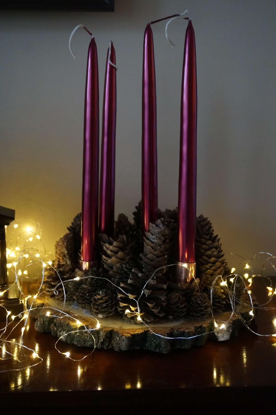 Świąteczny stroik z szyszek DIY